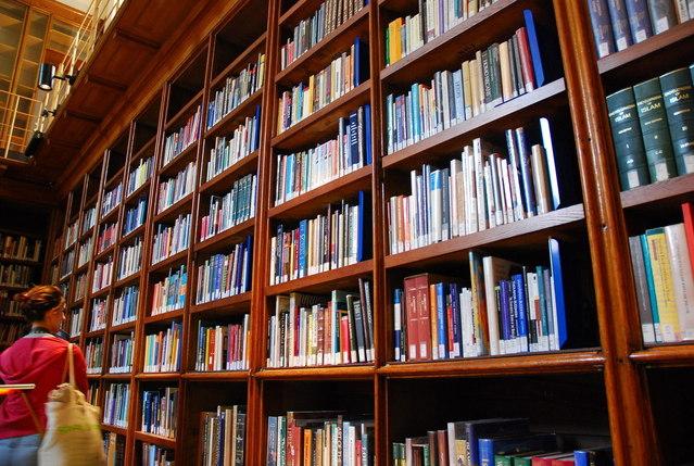 books-1216044-639x428