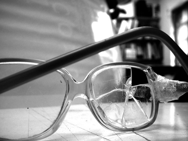broken-glasses-1-1316764-640x480