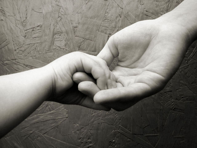 hands-1179340-640x480